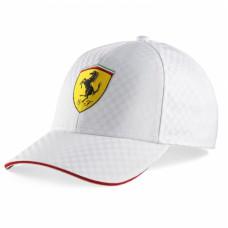 *Белая бейсболка Ferrari