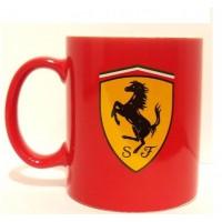 *Красная кружка с логотипом Ferrari